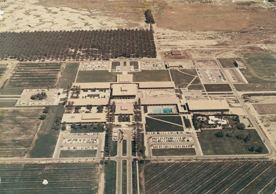 A late 1960s aerial view of the expanded College of the Desert campus.