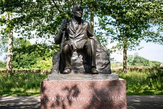 Monument to the oldest Civil War veteran, Albert Woolson.