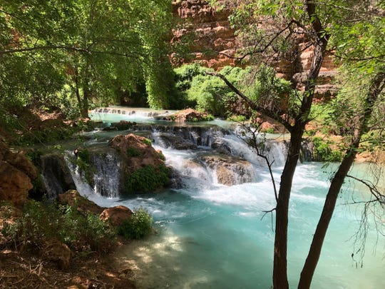 Havasu Creek provides lovely views between Beaver and Mooney falls.