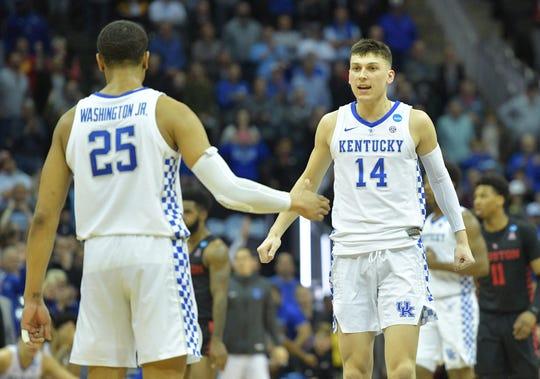 Kentucky Wildcats guard Tyler Herro and forward PJ Washington celebrate.