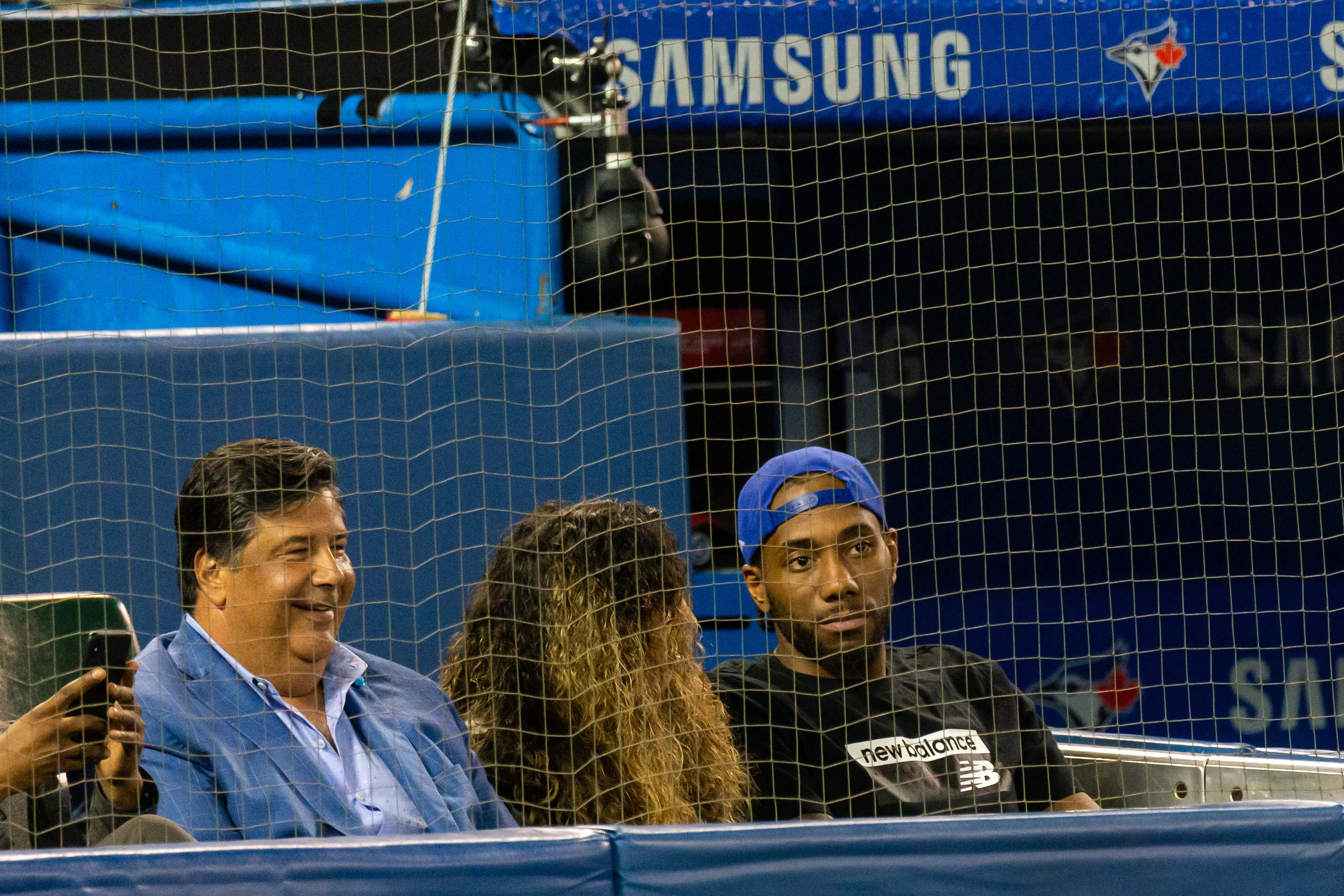 Kawhi Leonard admires Mike Trout's greatness during Angels-Blue Jays game in Toronto thumbnail