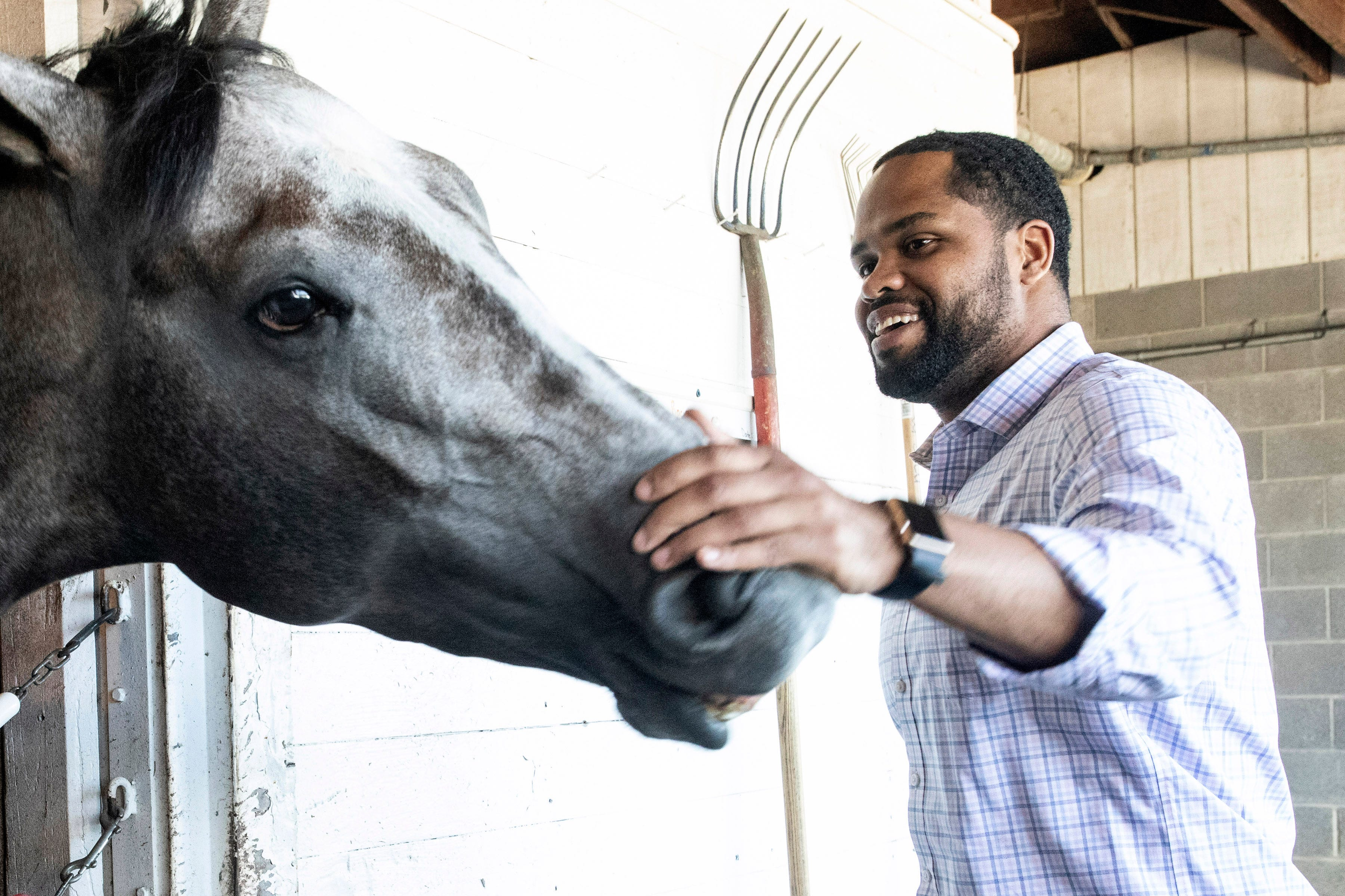 Former soldier follows passion for horse training and finds success on the track