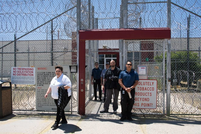 Workers-in-training leave the recently reopened Torrance County Detention Facility in Estancia.