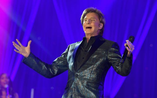 Barry Manilow performs onstage during Celebrity Fight Night XXV on March 23, 2019 in Phoenix, Arizona.