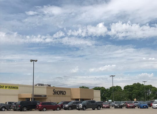 Shopko bankruptcy: Shoppers search for deals on company's