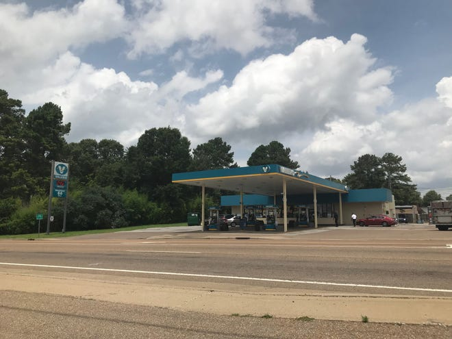 Jackson police arrested a 35-year-old Memphis man in connection with Sunday's fatal shooting at a Valero gas station at Old Hickory Boulevard and Hollywood Drive on June 23 in Jackson, Tenn.