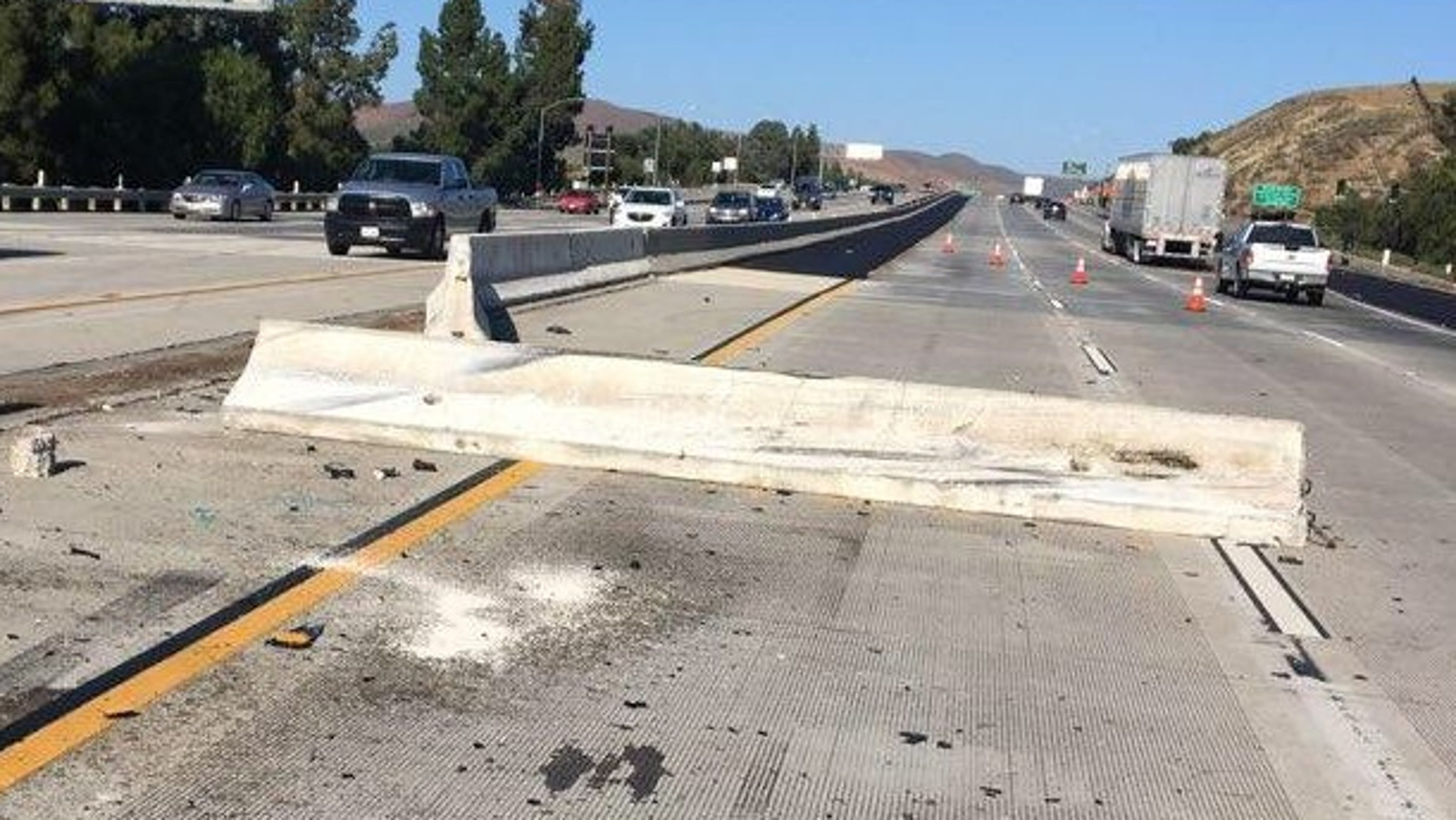 Crash leaves K-rail on Highway 101 in Thousand Oaks, slowing