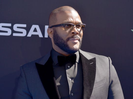 Tyler Perry paid it forward for shopping seniors at 29 Winn-Dixie stores across Louisiana and at 44 Kroger stores in Atlanta.