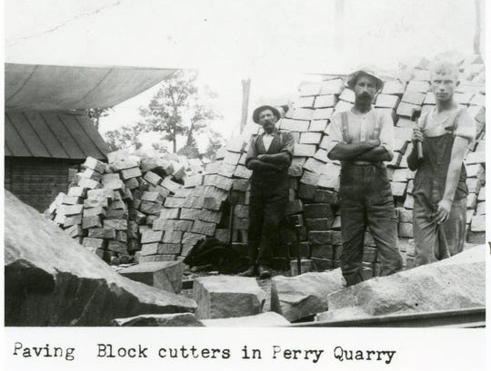 Block cutters pose at East Sioux Falls Quarry Company in 1905.