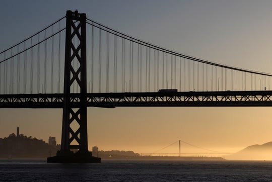 The San Francisco Bay Bridge in the foreground and the Golden Gate Bridge in the background at sunset as seen from the San Francisco Bay in San Francisco, California, USA, 11 May 2018. EPA-EFE/JOHN G. MABANGLO ORG XMIT: JGM32