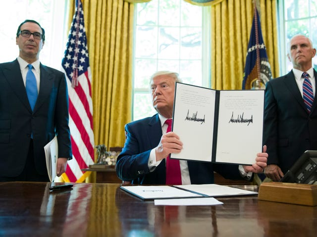 IMG TRUMP Signed Executive Order Imposing Sanctions on Iran