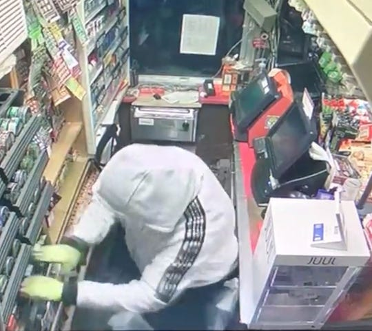Oakland deputies are looking for a trio who broke into two gas stations Monday and stole packs of cigarettes.