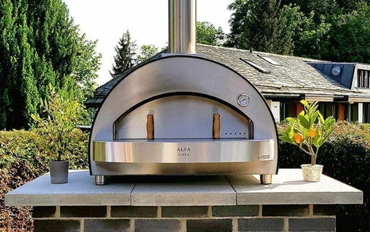 Smart design and material use are why you can cook four pizzas at once in 90 seconds with the Alfa 4 Pizze Copper Top Wood Fired Oven.