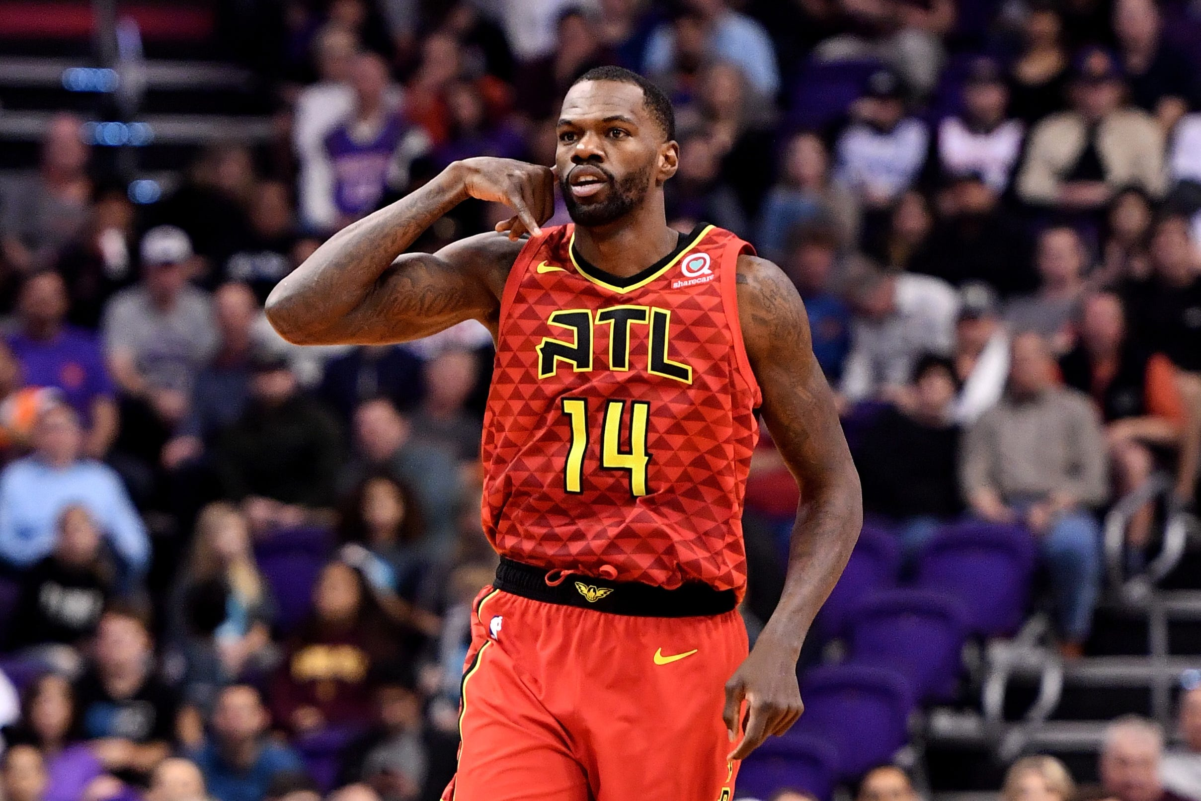 Detroit Pistons trade Tony Snell, Thomas for Hawks' Dewayne Dedmon