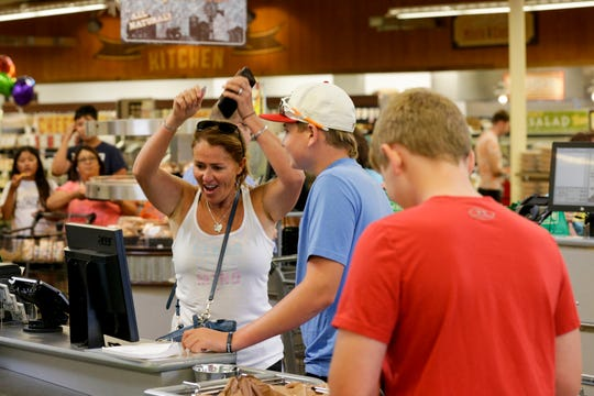 Fresh Thyme opens to long lines in West Lafayette