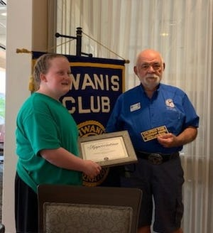 Kiwanis president Jim Pudlewski presented a certificate of appreciation to Lynn at a recent meeting of the Las Cruces chapter of Kiwanis.
