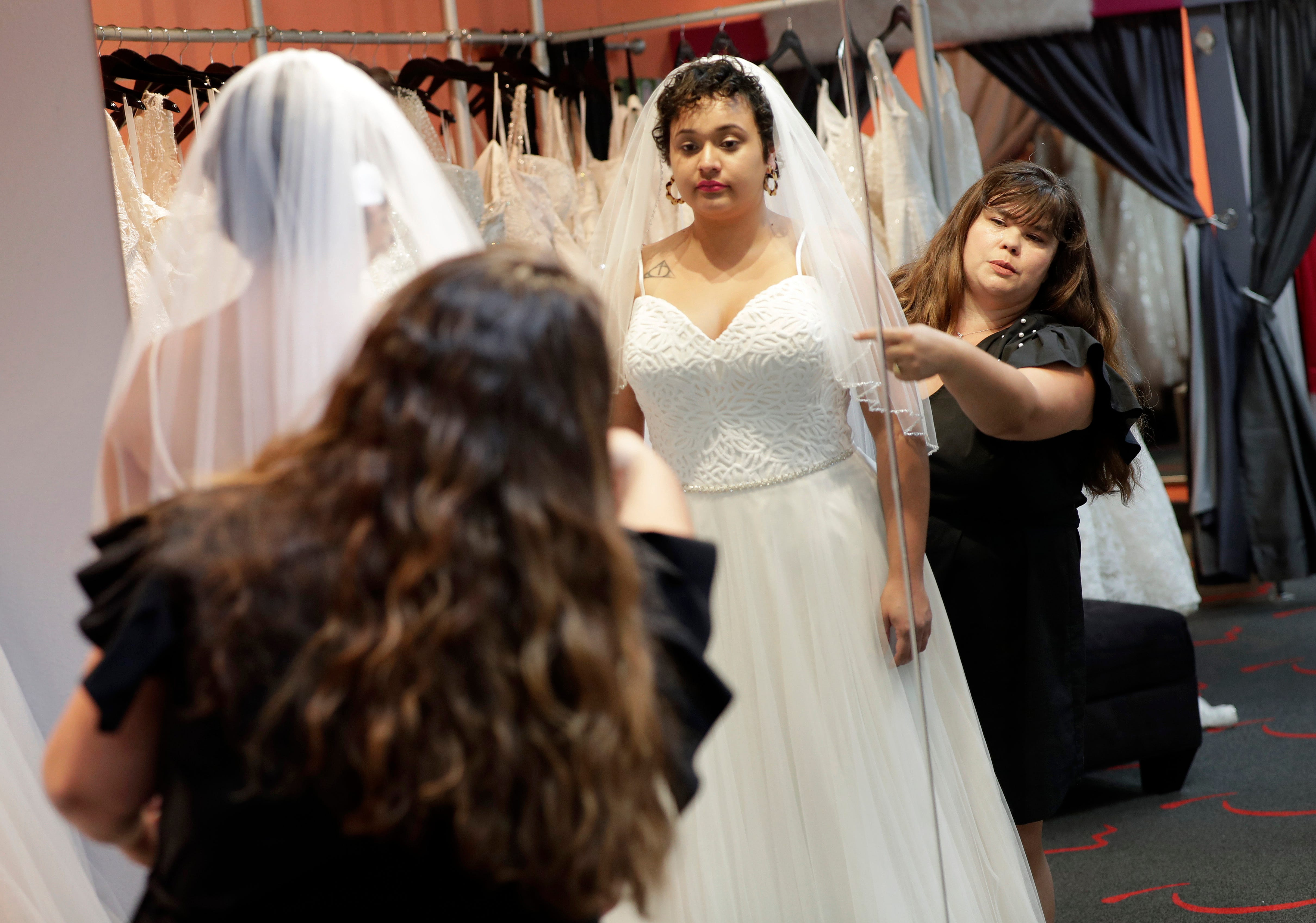 Online wedding gown prices lower than local
