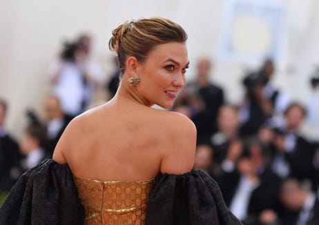 Model Karlie Kloss isn't pregnant in this wedding photo, she 'just loves fries'