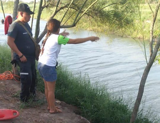 Tania Vanessa Ávalos of El Salvador tells Mexican officers that her husband and nearly 2-year-old daughter were swept away by the current while trying to cross the Rio Grande from Matamoros, Mexico, to Brownsville, Texas. Photos of their bodies circulated June 25, 2019.