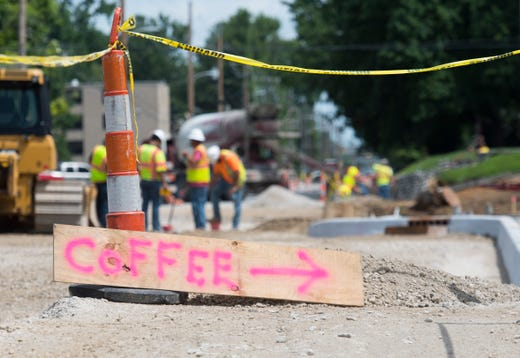 Lane closures, reduced speed on Veterans during weeks-long sewer project