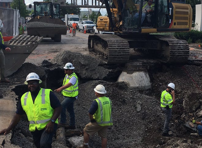 Metro Water Services confirmed a water main break at 1st Avenue South and Demonbreun on Thursday afternoon.
