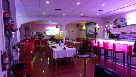 Tucked behind Maryland Fried Chicken on 22nd Street in Vero Beach, Miss Saigon is fresh, bright, colorful and lovingly appointed.  There is plenty of booth and table seating and a nice bar area to enjoy the restaurant's outstanding authentic Vietnamese cuisine.