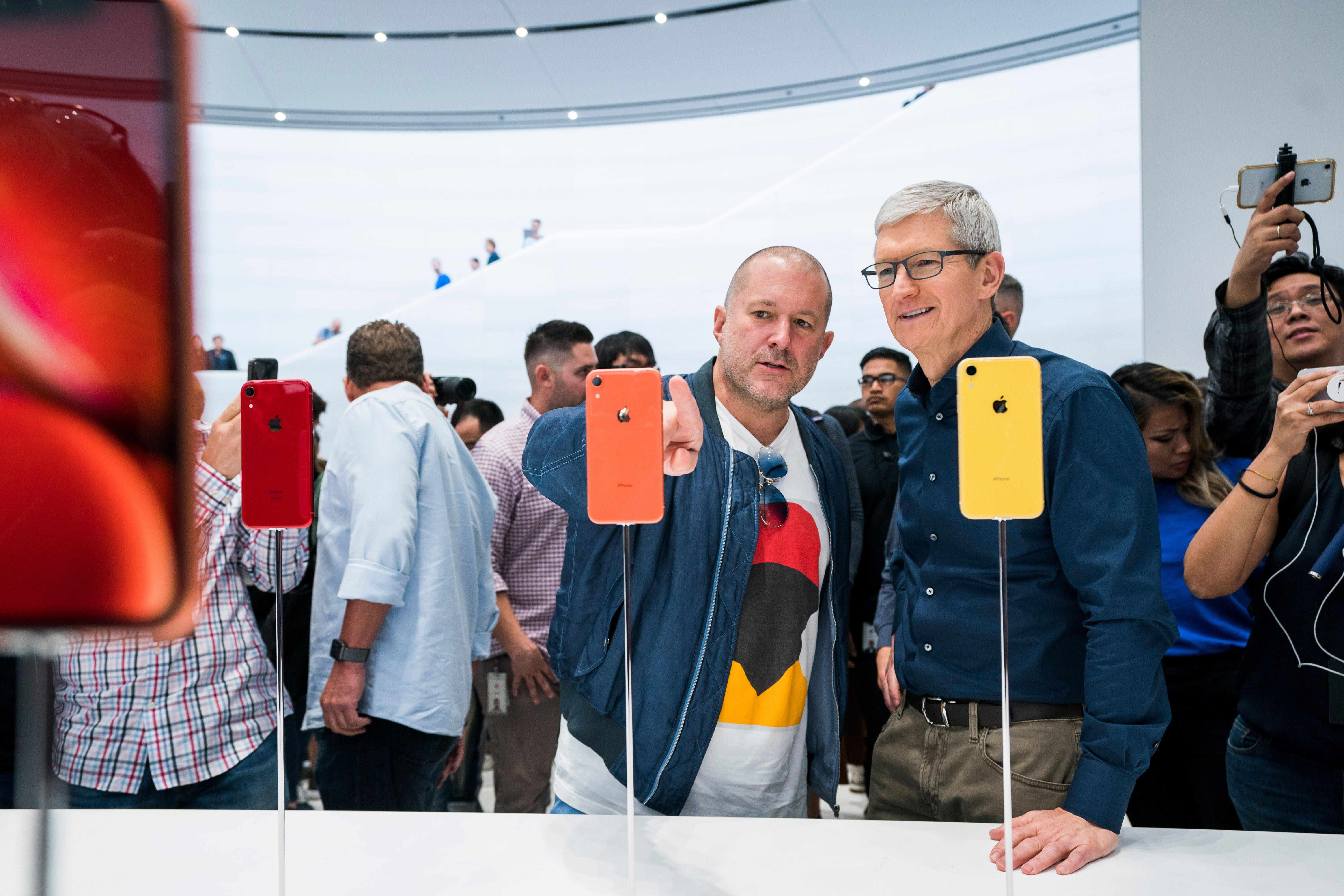 Apple design chief Sir Jony Ive to leave to form his own company