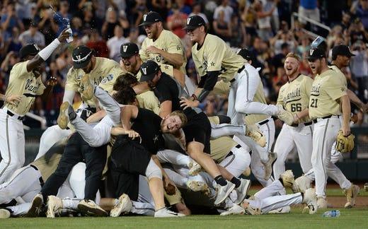 College World Series 2019: Louisville baseball v  Auburn