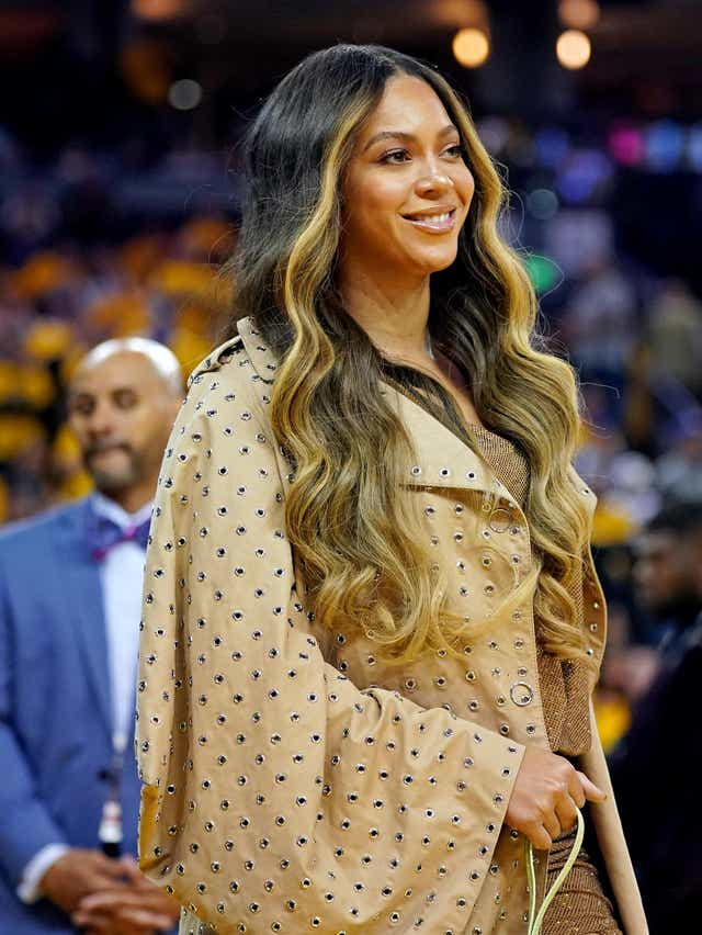 Beyonce Flaunts Au Naturale Hair Growth In Tina Lawson S Video