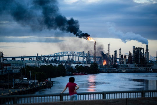 Philadelphia oil refinery fire: Closure could drive up gasoline prices