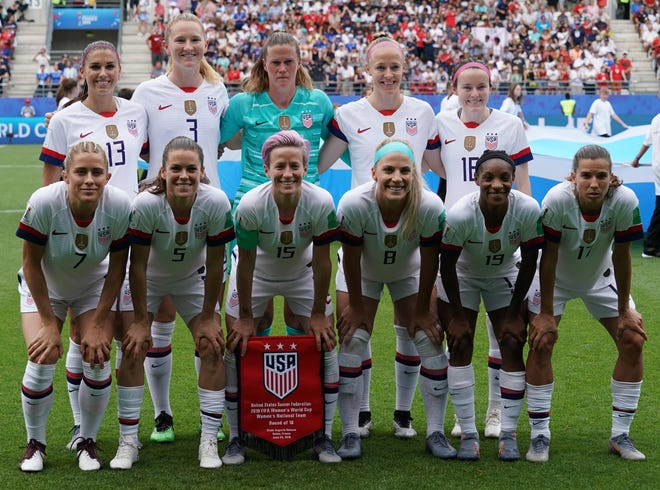 U.S. players pose ahead of the France Women's World Cup game against Spain.