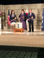 Pilot International President Karen Cupit (center) broke a ceremonial sake cask with Pilot International Japan District Governor Makino and Hironori Takagaki, Mayor of Higashihiroshima City in Hiroshima Prefecture.