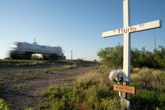 Descanso for Michael Ponce on U.S. 285 (Pecos Highway) south of Loving.