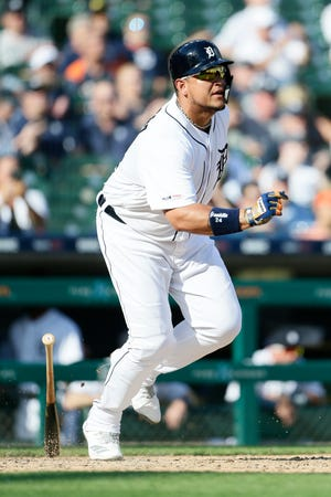 Miguel Cabrera singles home two runs in the fifth inning of Saturday's 7-5 win over the Nationals.