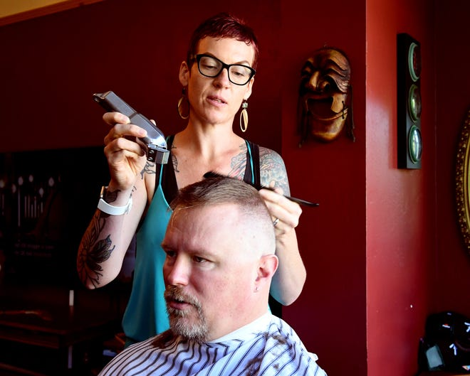 Lelyn Furey cuts client Lee Chacon's hair. June 22, 2019.