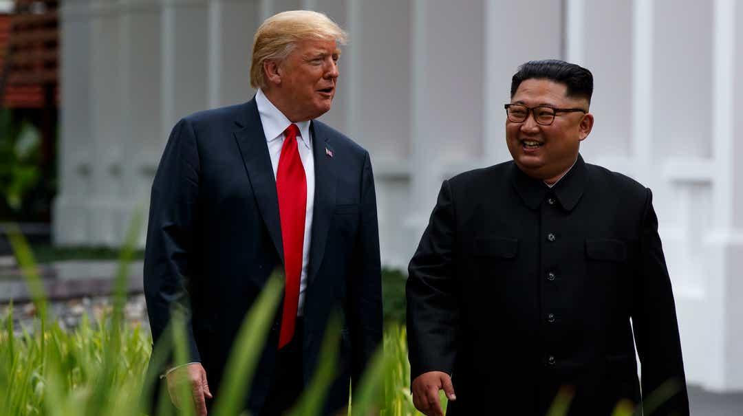 رئیس جمهور دونالد ترومپ و رهبر کره شمالی کیم جونگ یونگ در سال 2018 در سنگاپور.
