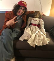 Even Annabelle wanted to meet Pizza Guy (Bill Kottkamp) off camera. They did not meet onscreen.