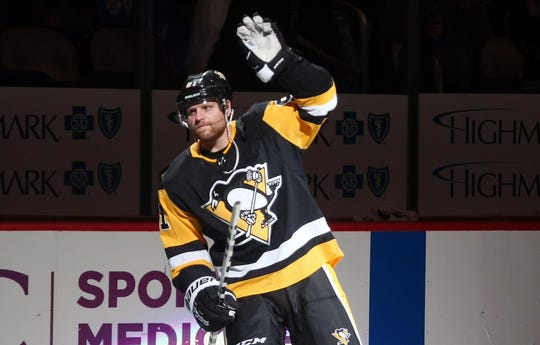 Phil Kessel will reunite with coach Rick Tocchet in Arizona.