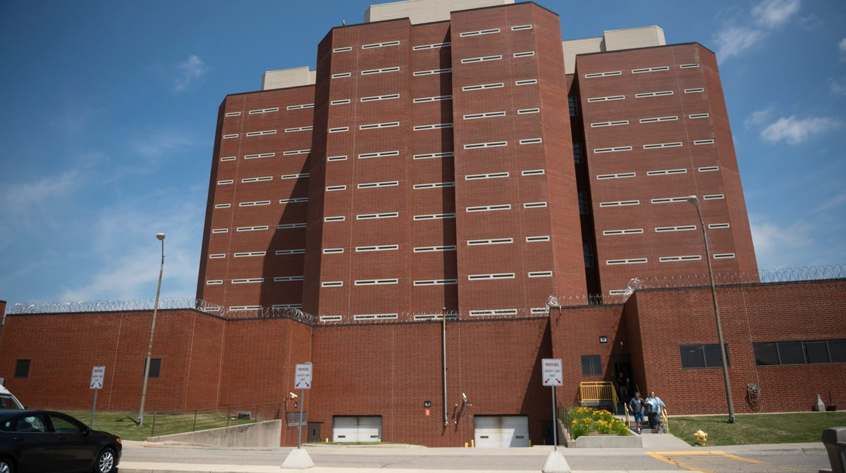 COVID-19 infects a quarter of Macomb County jail...