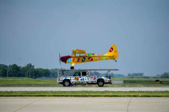Kent Pietsch and his Jelly Belly plane landed ever so briefly on top of a moving pick-up mounted with a flat top that was matching the speed of the plane, then took off again.