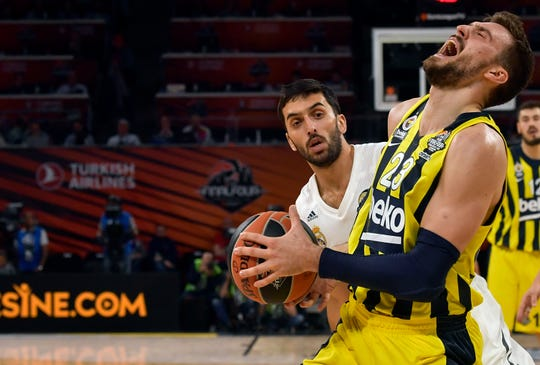 Fenerbahce's Marko Guduric, right, drives to the basket as Madrid's Facundo Campazzo tries to block him during their Final Four Euroleague third place basketball match between Real Madrid and Fenerbahce Beko Istanbul at the Fernando Buesa Arena in Vitoria, Spain, Sunday, May 19, 2019.