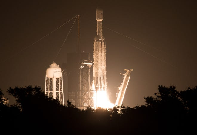 """A SpaceX Falcon Heavy rocket carrying 24 satellites as part of the Department of Defense's Space Test Program-2 (STP-2) mission launches from Launch Complex 39A, Tuesday, June 25, 2019 at NASA's Kennedy Space Center in Florida. Four NASA technology and science payloads which will study non-toxic spacecraft fuel, deep space navigation, """"bubbles"""" in the electrically-charged layers of Earth's upper atmosphere, and radiation protection for satellites are among the two dozen satellites that will be put into orbit."""