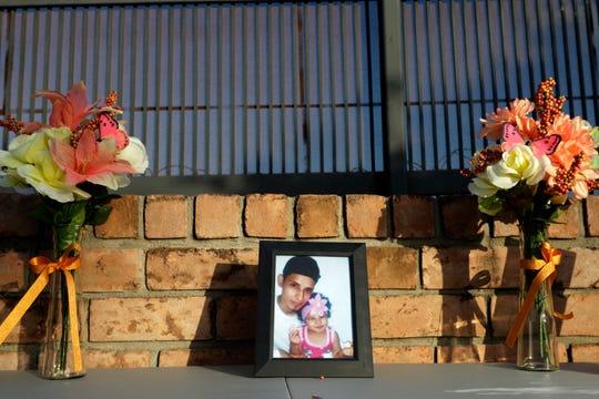 Una vigilia en honor a Óscar Alberto Martínez y su hija Valeria, que fueron sepultados en El Salvador, se realizó en Brownsville, Texas.