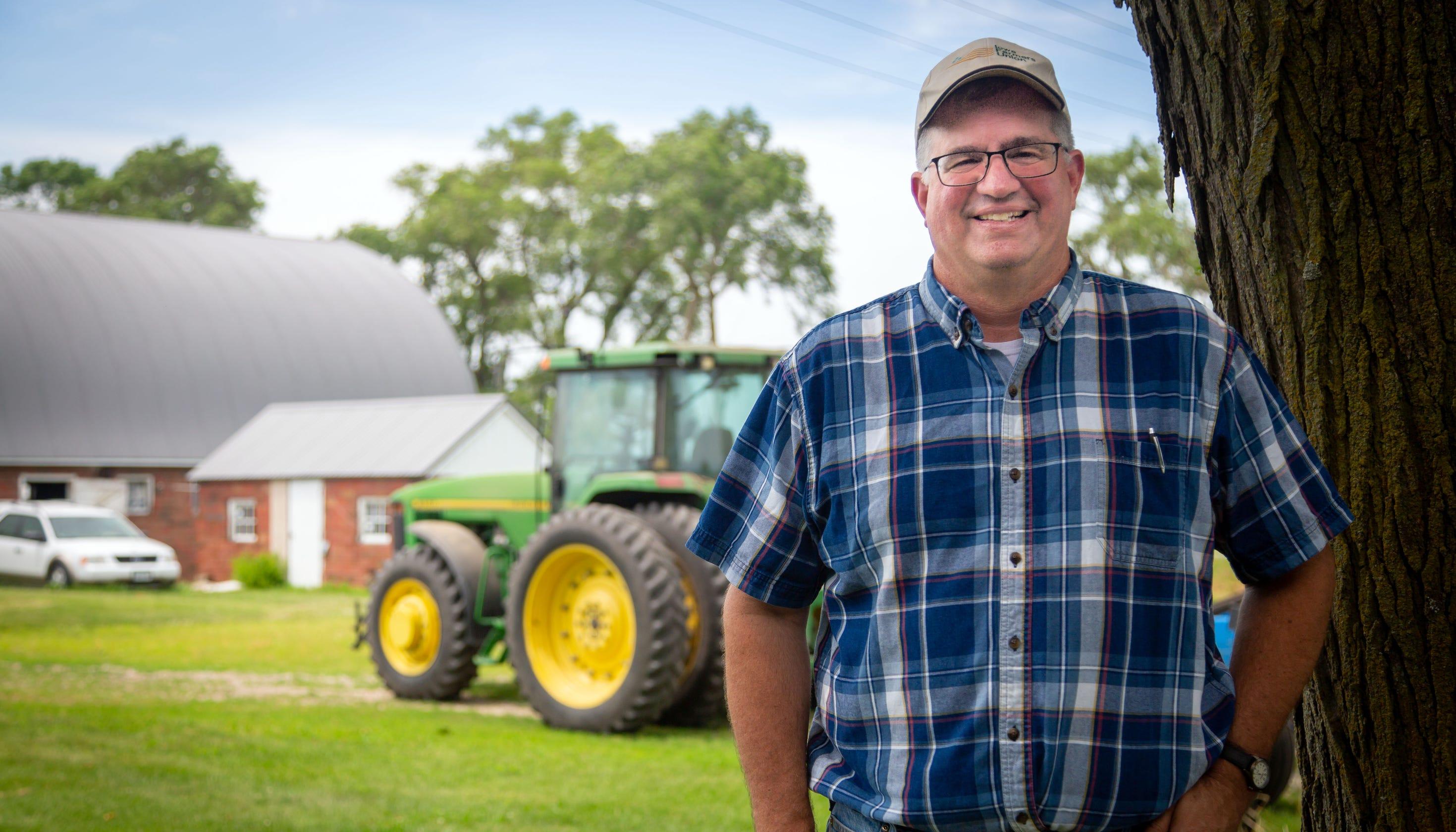Trump sends nearly $1 billion to Iowa farmers to reduce