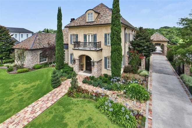 River Ranch mansion on the market for $4.5 million. The home has 10,000 square feet, plus a pool house and oasis like spa.