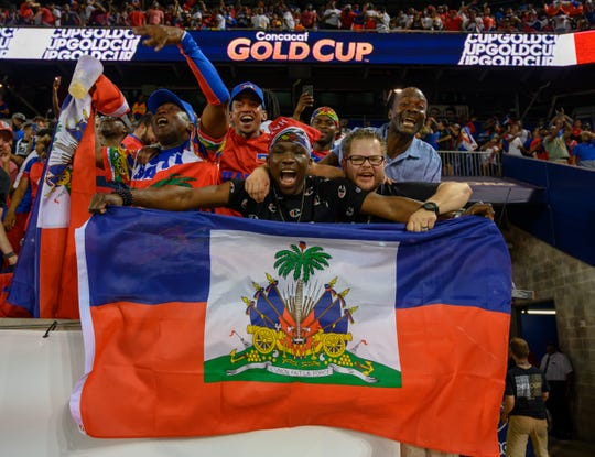 La fanaticada de Haití, lista para apoyar a su equipo.