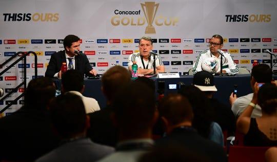 El entrenador de México Gerardo 'Tata' Martino encabeza una rueda de prensa en Glendale, el 1 de julio de 2019, un día antes del partido ante Haití.