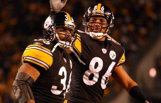 Jerome Bettis and Hines Ward sport the Steelers' distinctive uniform.