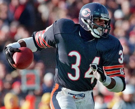 Walter Payton carries the ball in the Bears' familiar uniform.
