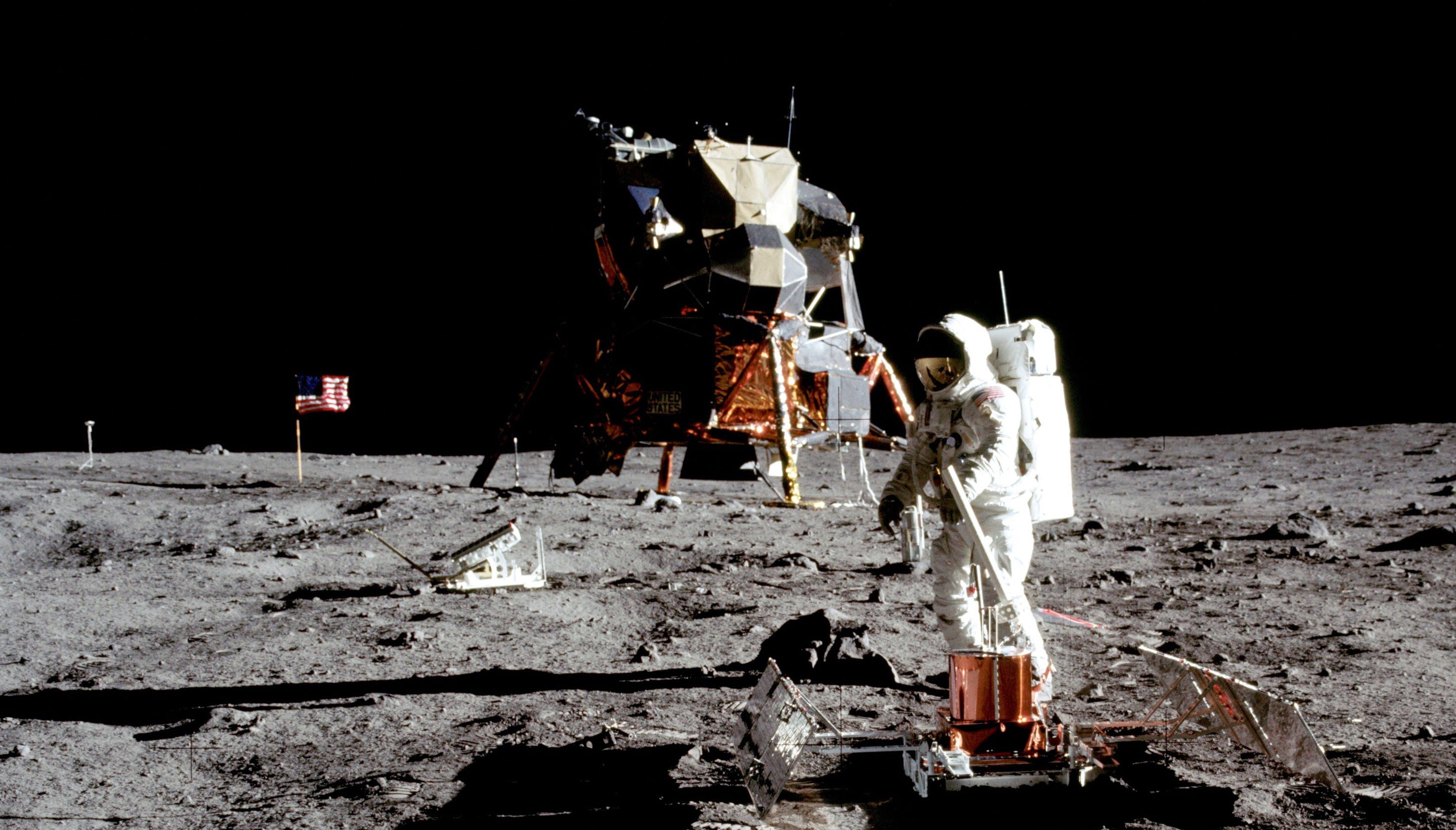 moon landing conspiracy theories - HD 2946×1680